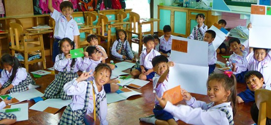 positive students in thailand 550x253 Influence Student Behavior